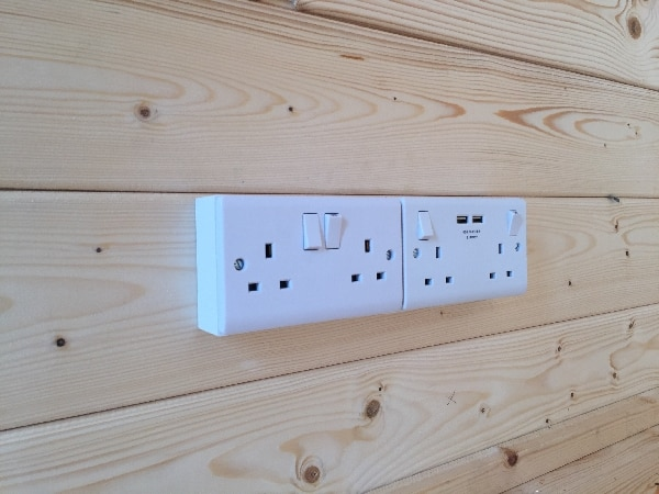 Electrical installation for an office in garden